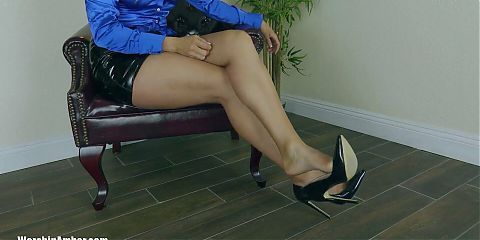 Worship Amber - Beg The Boss To Be Caged
