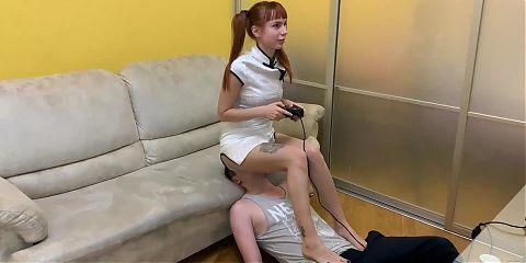 Pigtailed Anime Gamer Girl - Ignoring Fullweight Facesitting